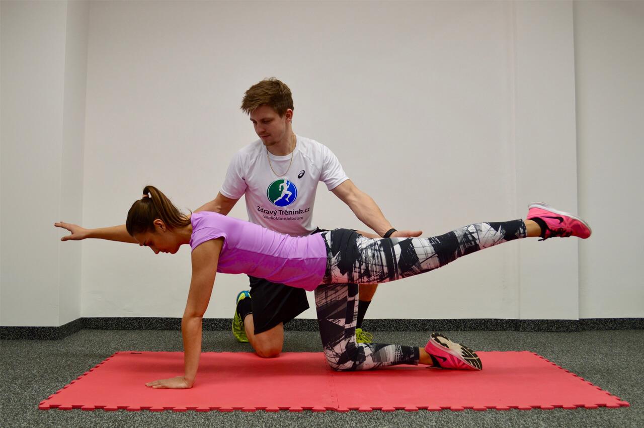 Cvičení ve sportovním centru ZdravýTrénink.